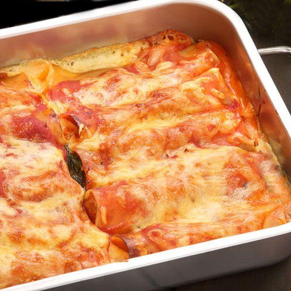 Para 4-5 personas: Un paquete de 16 canelones – Sal – Salsa bechamel Hervimos la pasta siguiendo las instrucciones del paquete, cuidando de ec
