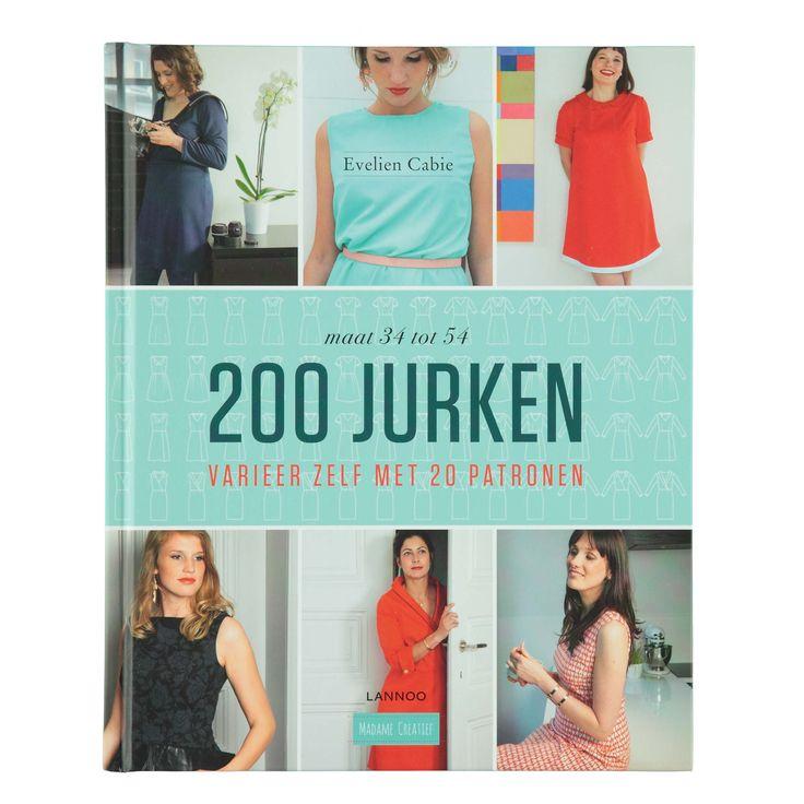 Koop één boek, maak 200 jurken. Met 20 basispatronen stelt Evelien Cabie talloze charmante jurkjes samen voor elk type vrouw. Elke vrouw staat leuk met een jurkje, zolang je maar het juiste model kiest! Bepaal aan de hand van het boek je kleurtype en lichaamsvorm, kies jouw perfecte jurk uit het overzicht en maak een jurk op jouw maat. Bovendien kun je de gratis SCAN3Dapp downloaden op je tablet of smartphone, waarmee je alle jurken in 360° kunt bekijken door het boek rond te draaien of…
