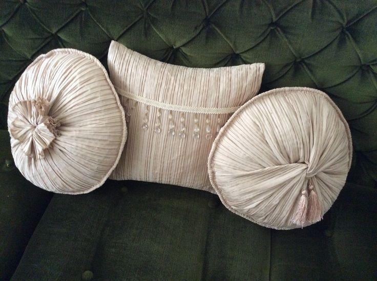 Pilise kumaştan diktiğim yastıklar.