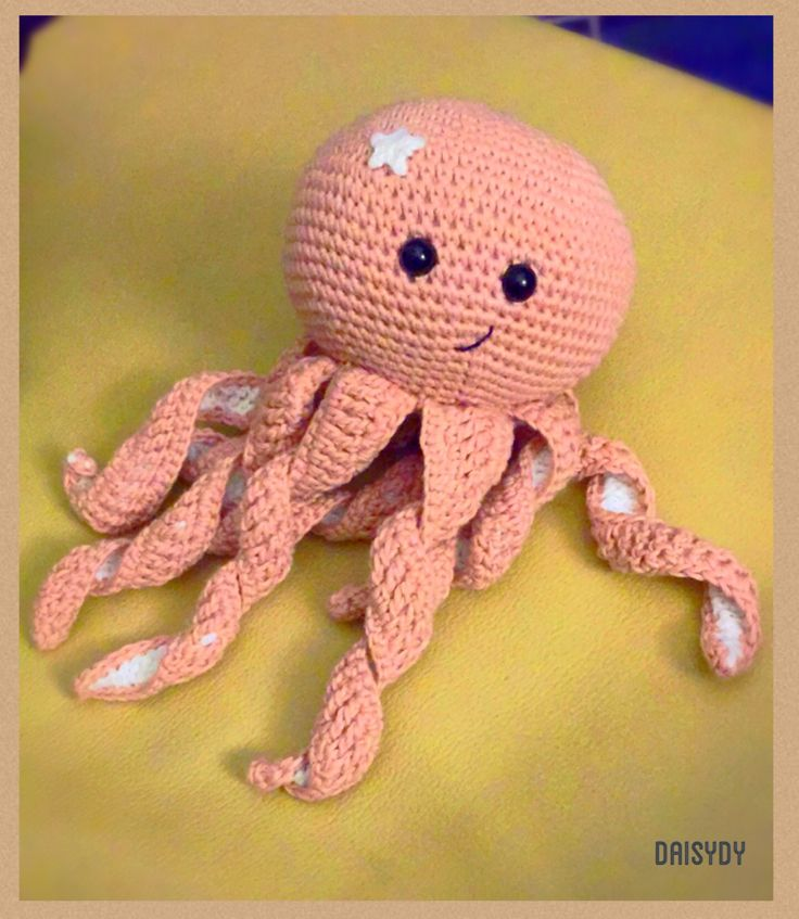 #sweetoctopus #octopusfornewborn   Pattern by http://www.thefriendlyredfox.com/2015/10/amigurummi-octoopus-baby-toy-free.html?m=1