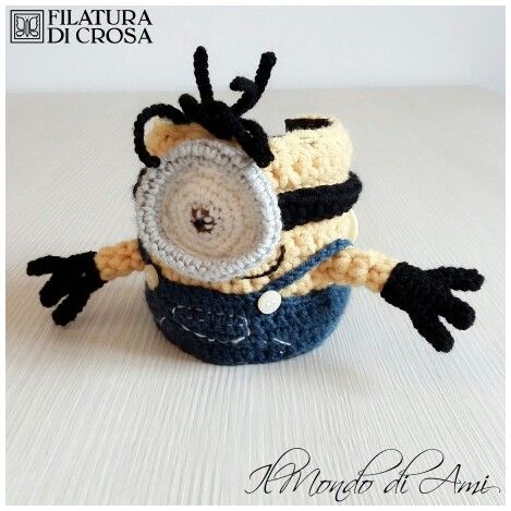 """Copritazza Minion realizzato con filato """"Zarone"""" e """"Zara"""" Filatura di Crosa #mug #cozy #mugcozy #tazza #copritazza#uncinetto #fattoamano #minions #despicableme #cattivissimome #minion #crochet #handmade"""