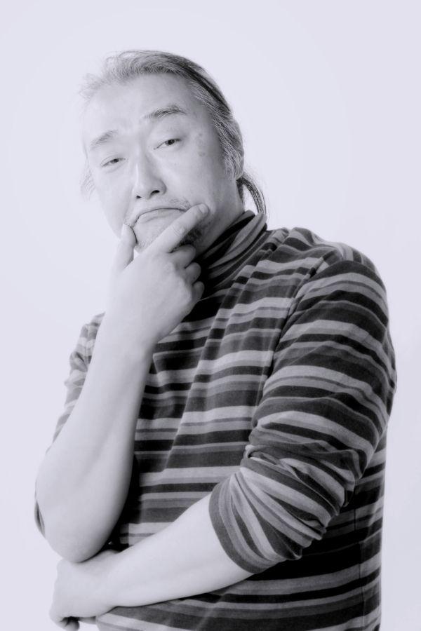 ゲスト◇窪田晴男 (くぼた はるお)  音楽プロデューサー、作曲家、アレンジャー、ギタリスト 。近田春夫&ビブラトーンズ『ミッドナイトピアニスト』にてプロ活動をスタート。サエキけんぞう、バカボン鈴木、松永俊弥と共に「パール兄弟」でバンドデビュー。作曲、編曲などバンドサウンドの要として活躍。平行して坂本龍一、矢野顕子、EPOのツアーに参加するなど、20を越すバンドキャリアと100以上のアーティストとのレコーディング・セッションギタリスト、及びプロデューサー、作曲家として活動中。https://www.facebook.com/haruo.kubota.735
