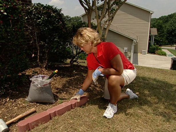 Install brick edging apps directories - How to lay brick border edging ...