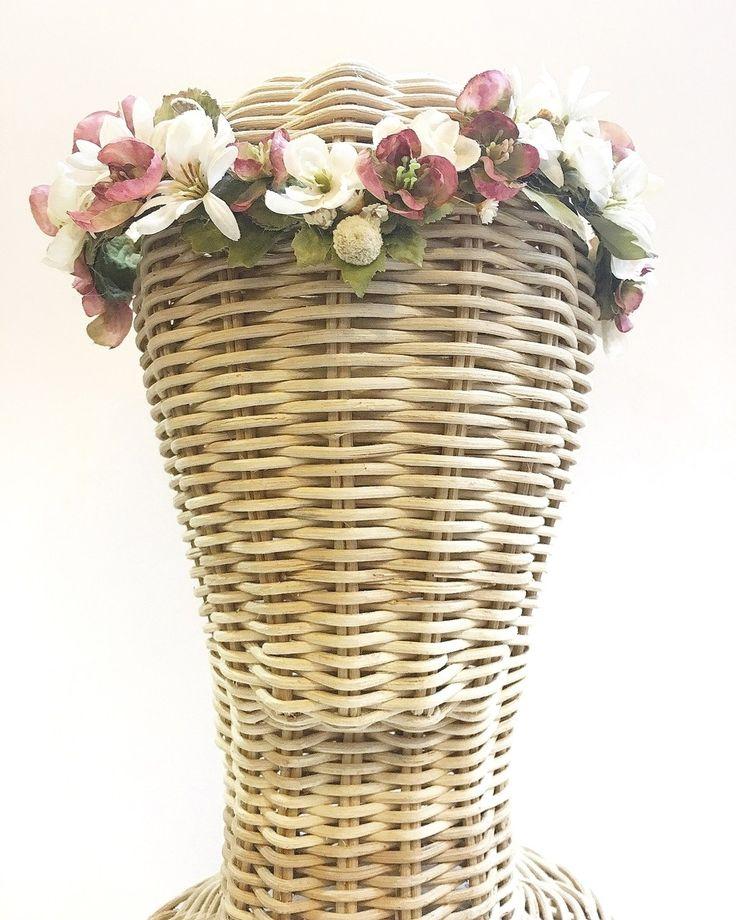 LE VOILÀ   Tienda de tocados de flores en Sevilla. Tocados personalizados. Tocados online. Tocados de flores para ceremonias