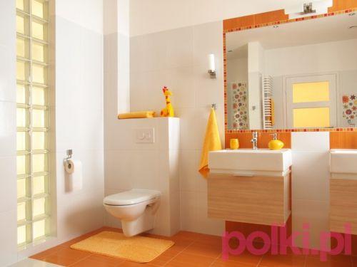 Kolorowa łazienka bez malowania ścian