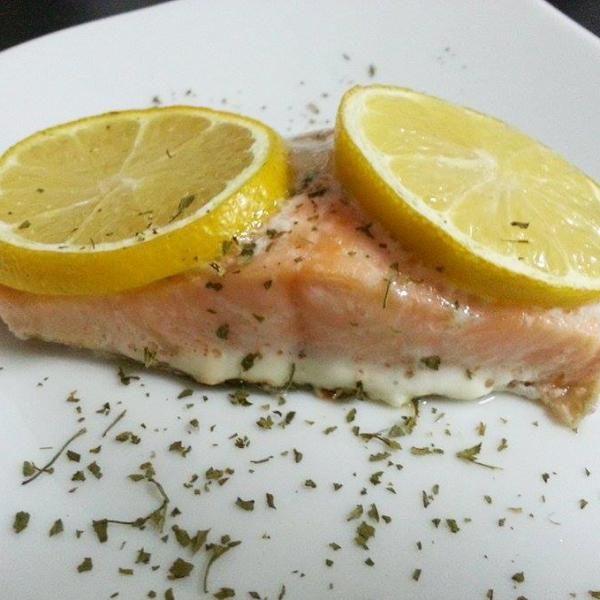 Aprende a preparar salmón al horno con limón con esta rica y fácil receta. El salmón al horno es muy fácil y rápido de cocinar, así que si quieres aprender cómo...