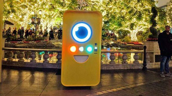 Snapchat's Spectacles drops a new Snapbot in Los Angeles Read more Technology News Here --> http://digitaltechnologynews.com  As the holiday season continues Snap Inc. is continuing to roll out Spectacles to eager shoppers and the latest Snapbot vending machine has just arrived.   SEE ALSO: How do Snap Spectacles work?  This one is smack dab in the middle of Los Angeles not far from Beverly Hills.   pic.twitter.com/Xz3ywNLS0b   Spectacles (@Spectacles) November 28 2016  Revealed using a…