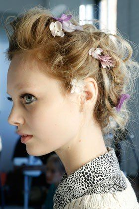 Hair embellishments at Zac Posen: Hair Ideas, Hair Flowers, Silk Flowers, Spring Hairstyles, Long Hairstyles, Fashion Week, Hair Style, Hair Accessories, Hairstyles Ideas