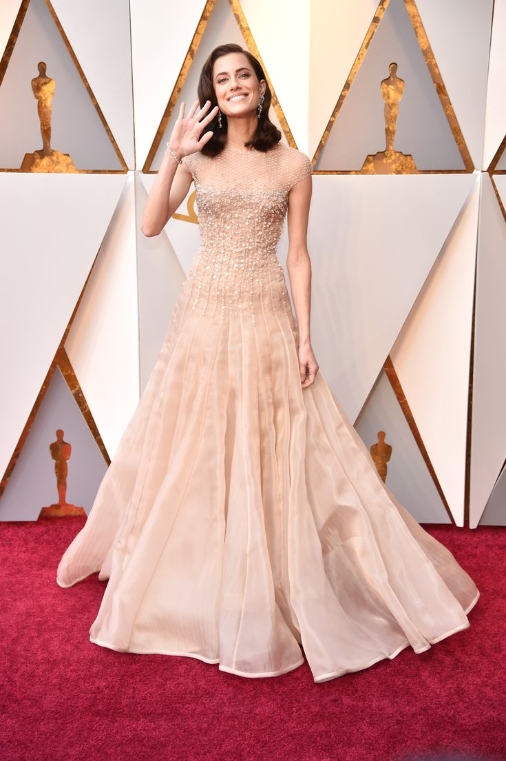 2018 Oscars - Allison Williams in Armani Privé Couture and Brian Atwood shoes