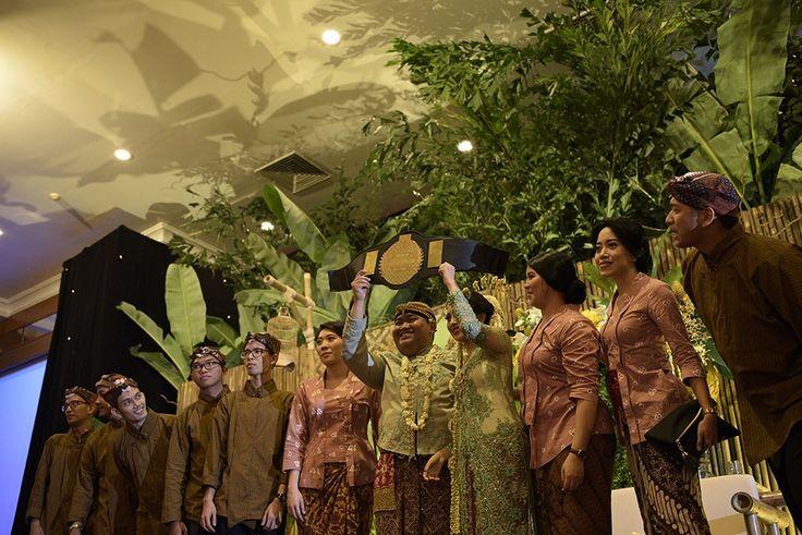 Pernikahan Adat Jawa dengan Tema Pedesaan -