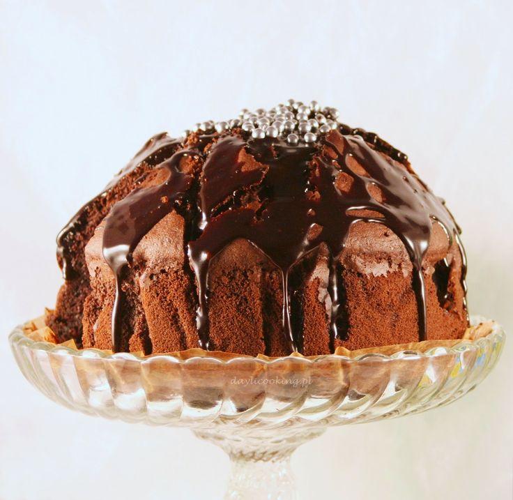 Ciasto czekoladowe ze śliwkami. Pycha! :)