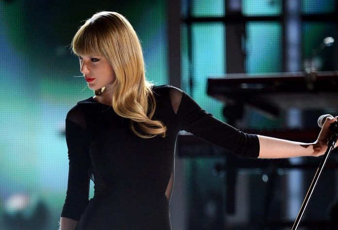 Taylor Swift Black Dress and Long Beautiful Hair - HD Wallpapers - Free Wallpapers - Desktop Backgrounds