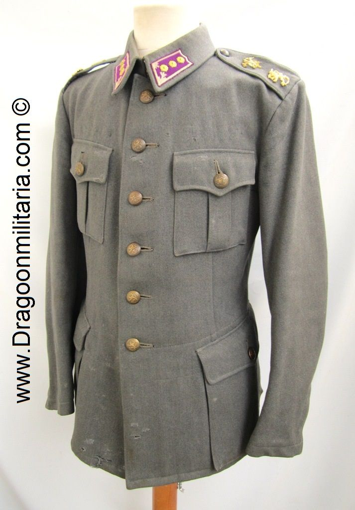 Engineer captain. Wool cabardine cloth. .  Jacket is stamped Int 52 D. The jacket earlier type circa 1940 with round shoulderstraps. Shoulderstraps with engineer and officers emblems. Brass colored buttons. Collartabs in engineer color and captain rank rosettes added to shorter officer´s tabs (field promotion?)