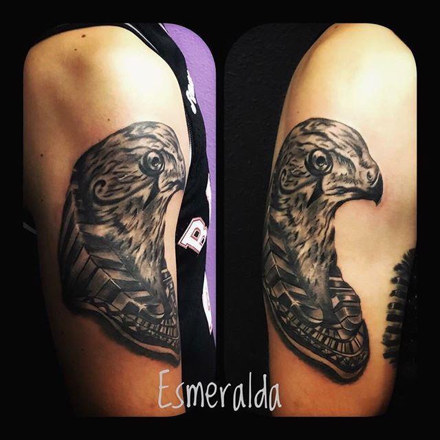 L12 Nueva pieza para el brazo egipcio de @rubenlopezlozanok #tattoo #tattoos #tatuaje #tatuajes #ink #inked #tinta #villarrobledo #albacete #arteytintatattoo #blackandwhite #blackandgreytattoo #blackandgrey  #instatattoo #inkstagram #spaintattoo #art #arte #artist #tattooartist #portrait #egipto #egypt #cleopatra #realism #realistictattoo #realistic #portraittattoo #anubis #horus…