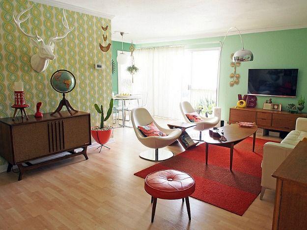 Viviana Agostinho's retro apartment makeover (13) I like the wall colors! So funky