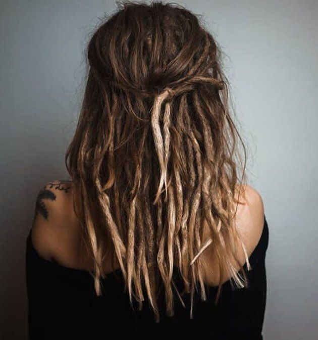 Wild locks by @marina_dreadfactory Bei der DreadFactory bekommt ihr eure individuellen Dreadlocks erstellt. Handmade, mit extra viel Liebe 🌿 —- Beautiful Dreadlocks made by DreadFactory . . . #dreadfactory #dreadlove #dreadlook