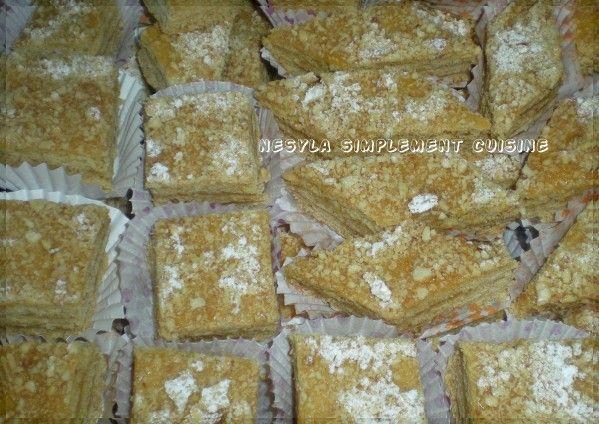 Salam alikoum/ Bonjour, Un gâteau que maman faisait à chaque aid-el-fitr (fête de la fin du Ramadan). Un délice qu'on attendait avec impatience pour déguster avec un bon café au lait. J'ai pas eu le temps, ni la force, de le faire pour cette fête, mais...