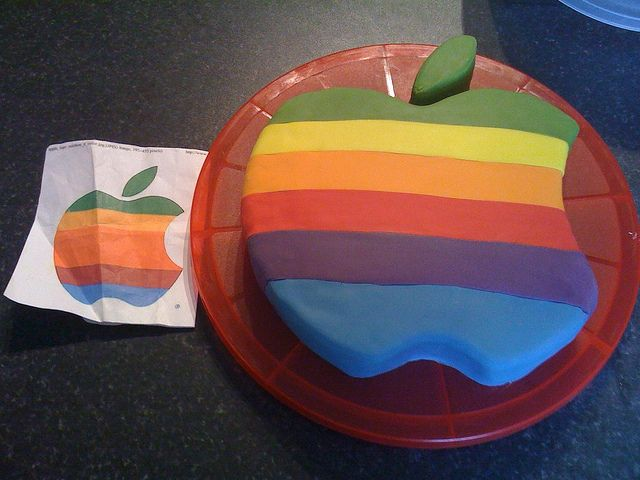 """Classic"" Apple logo cake!Apples Iphone, Fabulous Cakescupcak, Apples Logo Cake, Apples Cake 2011 04 01, Decor Cake, Apples Cupcakes, Apple Cakes, Theme Cake, Birthday Cakes"