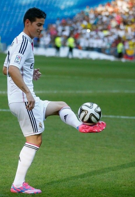 Transfer News: Real Madrid Unveil Galactico James Rodriguez [PHOTOS]