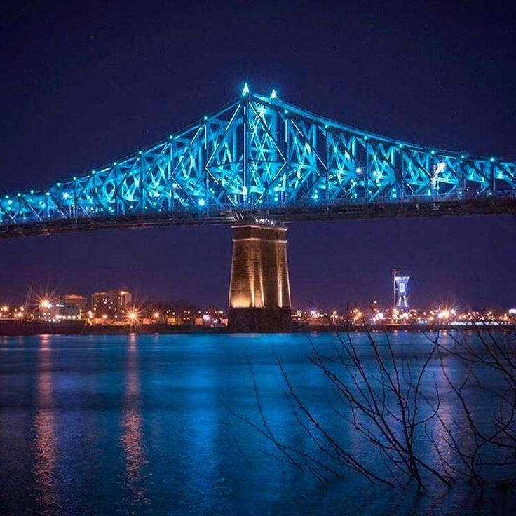 Buenas noches Montreal. El Puente / Le Pont Jacques Cartier. Foto: @roy_re © #MTL #Montreal #livemontreal #Repost #Québec #Canadá #Puente #JacquesCartier #Pont #Luces