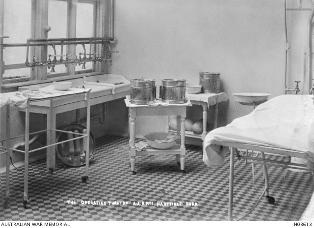 Harefield, England. c. 1918. The operating theatre at No 1 Australian Auxiliary Hospital.