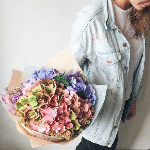 Bouquet of hydrangeas // Букет гортензий   #flowerbouquets #hydrangeas #springflowers #flowerstyle #coolflowers_cz #pragueflowersdelivery #kvetinypraha #dovozkvetin #vazanikytic