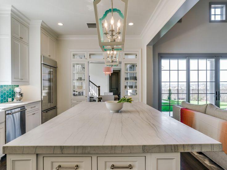 Die besten 25+ White macaubas quartzite Ideen auf Pinterest - quarzit arbeitsplatte küche