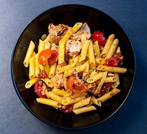 Dinner in 10 minutes! Pasta with Tuna and Tomatoes from our newsletter.