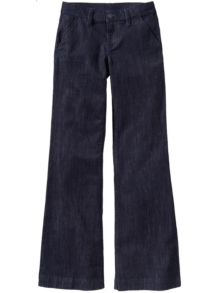 Save in our women's trousers and jeans sale. Stock up on ladies' trousers, including leggings and black dress trousers for work. Printed trousers are the perfect alternative to dresses for formal ocassions whilst cropped linen and sateen styles are ideal items for your holiday suitcase.