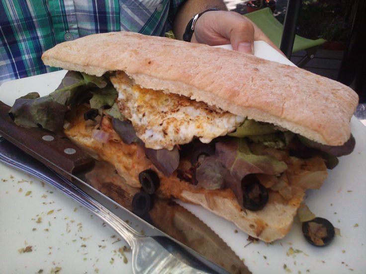 """Arbequina se llama la sandwichería ubicada en el Barrio Bellavista que ofrece estos """"ricos"""" sánguches!! En Capellán Abarzúa #8 , no se lo pierdan, 100% recomendables !!!"""