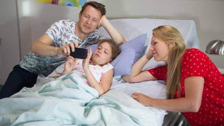 Na Wspólnej – Odcinek 2370 - Wojtek znowu w poczuciu winy – to przez niego Mania ma epilepsję! Lekarz komunikuje Szulcom, że epileptyczny atak Mani był prawdopodobnie efektem poważnej operacji, którą dziewczynka przebyła po wypadku. Dodaje, że – niestety – takie ataki mogą się powtarzać! Żaneta jest przerażona, a Wojtek znowu popada w totalne poczucie winy…