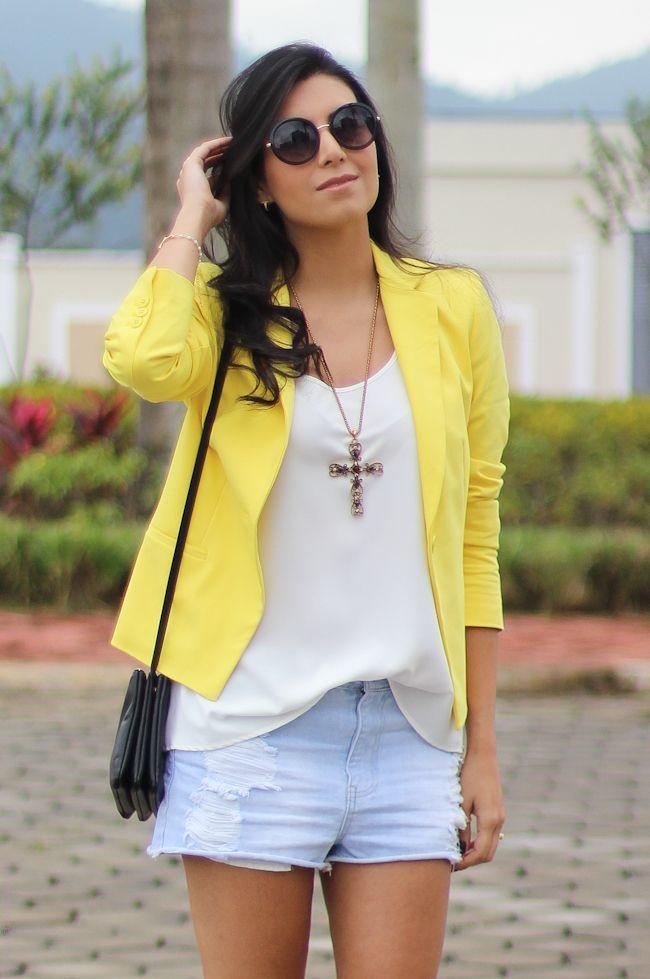 look do dia blazer amarelo short jeans bota fashion moda estilo borboletas na carteira