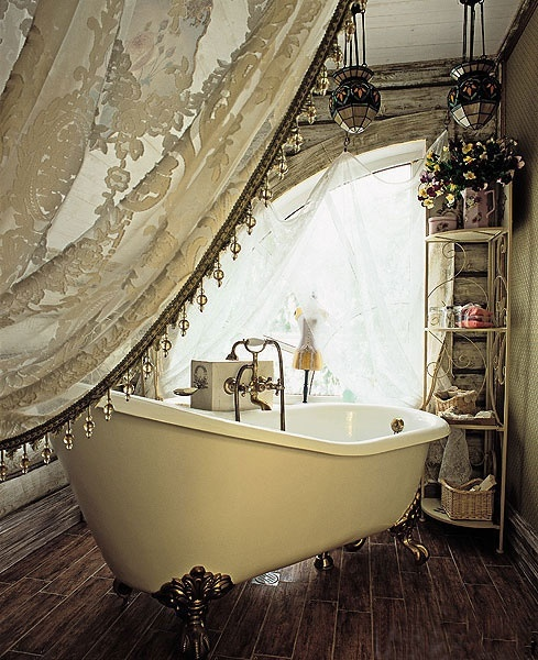 shabby chic ~ Oh to have such a beautiful, large bathroom space like this one. <3