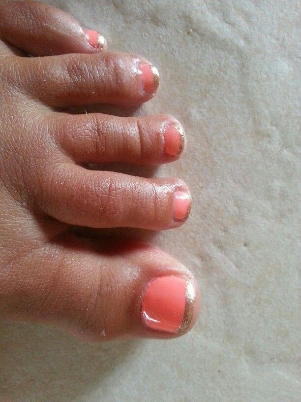 Shellac Gelish Toes Shade: I'm brighter than you with Sally Hansen Gold Polish