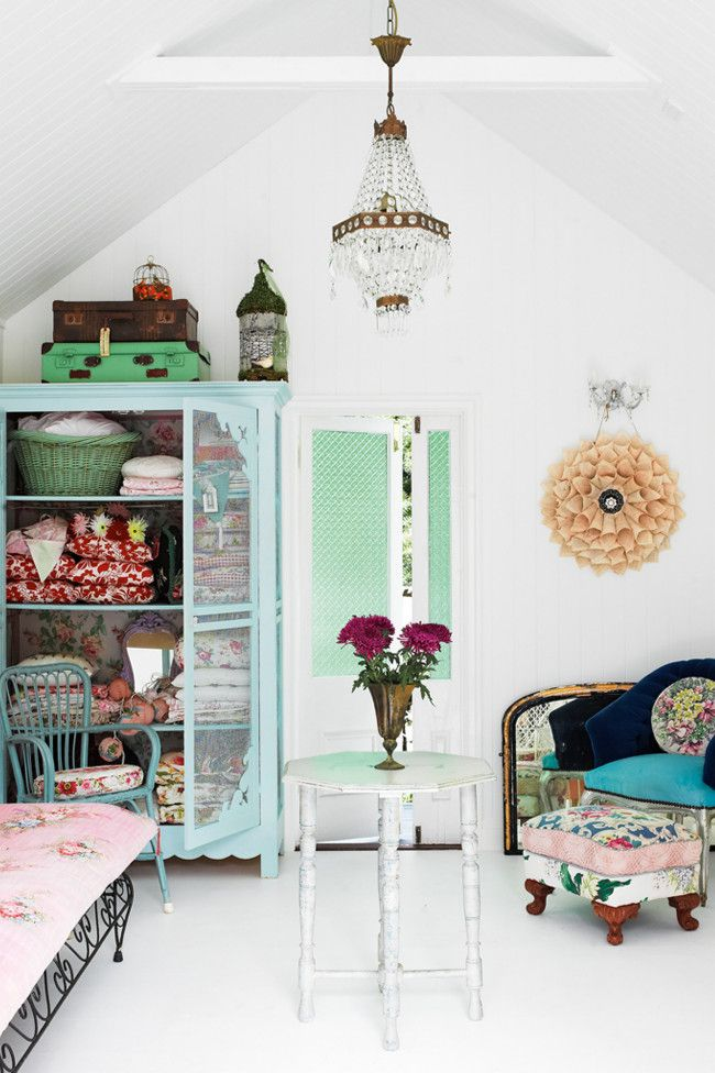 Cute Summer House with Gorgeous Vintage Furniture ❥