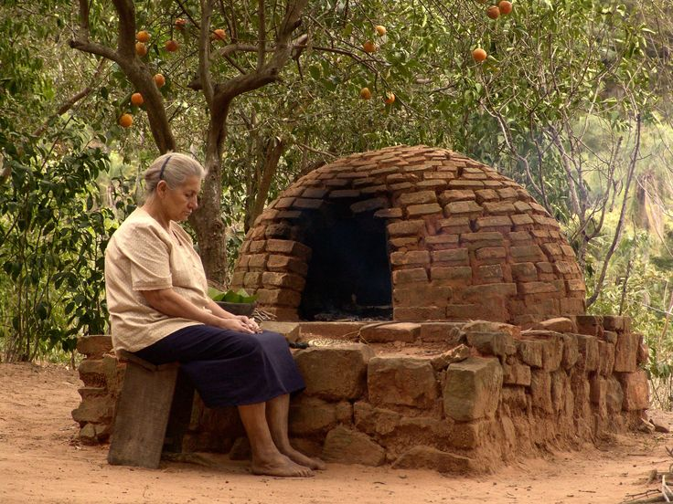 Some of the best bread I have ever had was cooked in a oven like this in Paraguay. Chipa and Sopa Paraguaya.