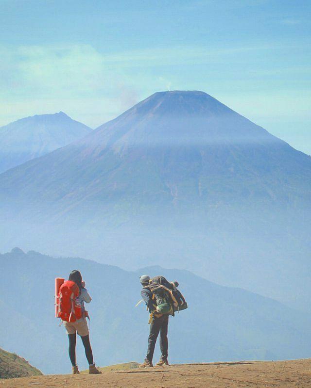 Antara AkuKau dan Gunung. Gn. Prau - Dieng Wonosobo Photo by: @woo_wasabi  #instapendaki by instapendaki