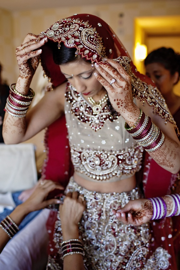 somebody please hire me to shoot you Hindu wedding- this blog has the most gorgeous photos!  check out :    http://donebrilliantly.com/2012/04/real-wedding-a-colorful-hindu-wedding?utm_source=feedburner_medium=email_campaign=Feed%3A+donebrilliantly%2FLOsj+%28Done+Brilliantly%29