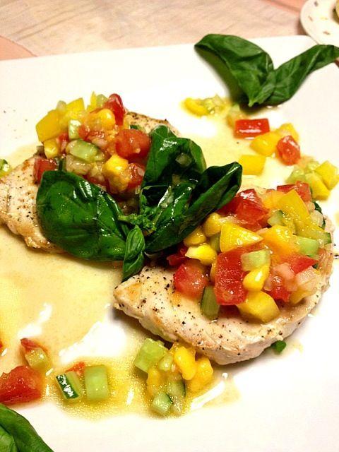 パプリカ、トマト、ズッキーニをビネガーの効いたマリネ液に漬けてソテーしたお魚にかけるだけ。 暑い夏によく冷えたシャンパンと☆ - 36件のもぐもぐ - カジキマグロのソテー 夏野菜のマリネ添え by Chihottie