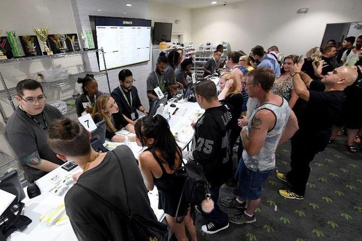 Beritaragam.com -Nevada menjadi negara bagian terbaru diAmerika Serikatyang ikut melegalisasi penggunaanganjauntuk kebutuhan rekreasi. Nevada bergabung dengan sejumlah negara bagian lain, seperti Colorado, Oregon, Washington, dan Alaska, yang telah lebih dulu menetapkan kebijakan serupa.   #Beritaragam #Ganja #Las Vegas #Nevada #UU