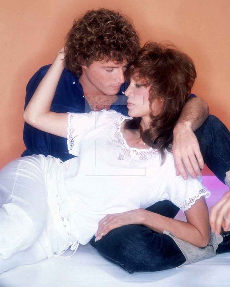 Who did andy gibb date in Melbourne