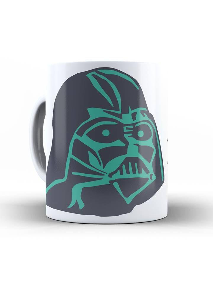 A batalha entre um Jedi em treinamento e o poderoso vilão trouxe revelações incríveis: Anakin Skywalker, o grande Vader, é na verdade pai de Luke. Para consagrar esse momento épico, nada melhor que uma estampa gravada na caneca, seja como item decorativo ou para o sagrado café de todos os dias.