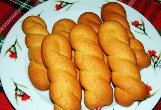 Πολύ μυρωδάτα κουλουράκια με τον απίστευτο συνδυασμό πορτοκαλιού και κανέλας. Είναι και πολύ υγιεινά αφού περιέχουν ελαιόλαδο, δεν περιέχουν καθόλου αυγά και έχουν όλα τα ωφέλιμα στοιχεία του πορτοκαλιού, του σουσαμιού και της κανέλας… Δοκιμάστε τα… Κουλουράκια μοσχομυριστά πορτοκάλι-κανέλα Loading... Τι χρειαζόμαστε: 1 ποτήρι ελαιόλαδο 1 ποτήρι φυσικό χυμό πορτοκάλι 1 ποτήρι ζάχαρη 1-1,5 κουταλιά …