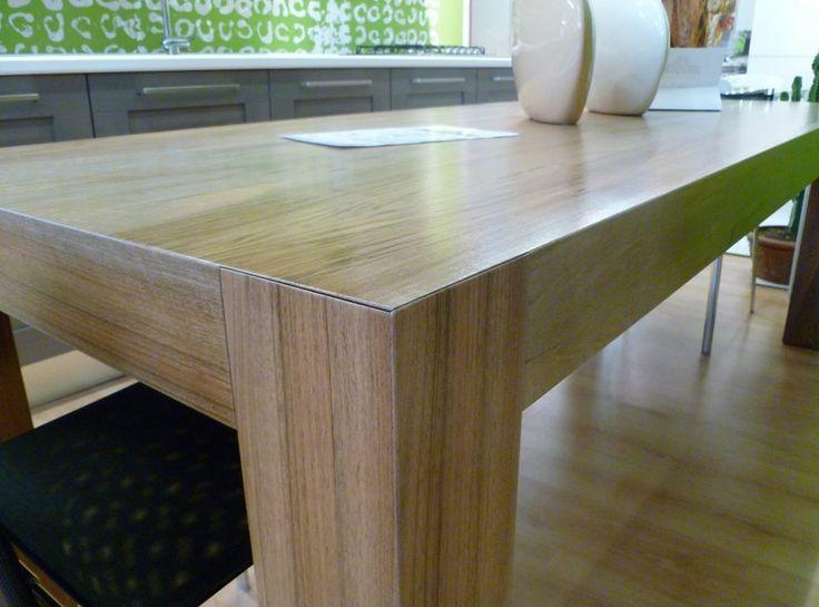 tavolo in noce di design ...progettato e prodotto da Aguzzoli Arredamenti