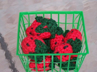 Strawberries (or Stroodleberries as my father calls them!)Strawberries Crochet, Crochet Food, Food Diy, Amigurumi Food, Crochet Things, Strawberries Pattern, Fresh Strawberries, Plays Food, Crochet Pattern