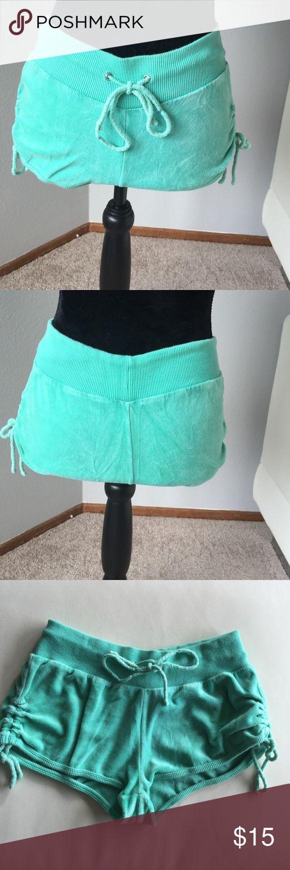Calzedonia green velour shorts Calzedonia green velour shorts. Short shorts :) Calzedonia Shorts