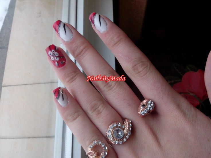 http://nailsbymada.blogspot.ro/2014/01/kind-of-french.html