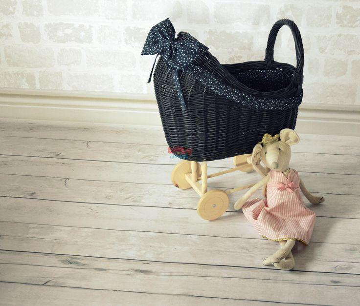 Prútený kočík pre bábiky s mašľou - Detský prútený nábytok