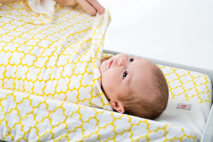 Swaddler wit Changer in color Gold. It is knitted 100% cotton and very soft.