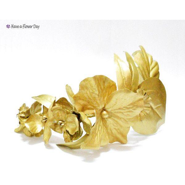 Corona novia dorada con flores y hojas. Tiara dorada. Corona dama... (150 BRL) ❤ liked on Polyvore featuring accessories